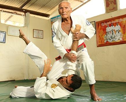self defence brazilian jiu jitsu Master helio gracie